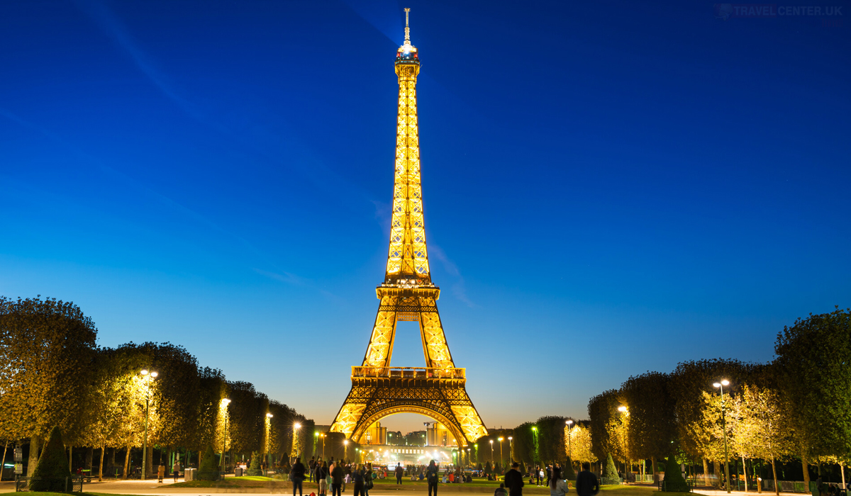 Valentine's Day ideas - The shimmering lights of the Eiffel tower